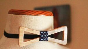 La madera se impone en los complementos