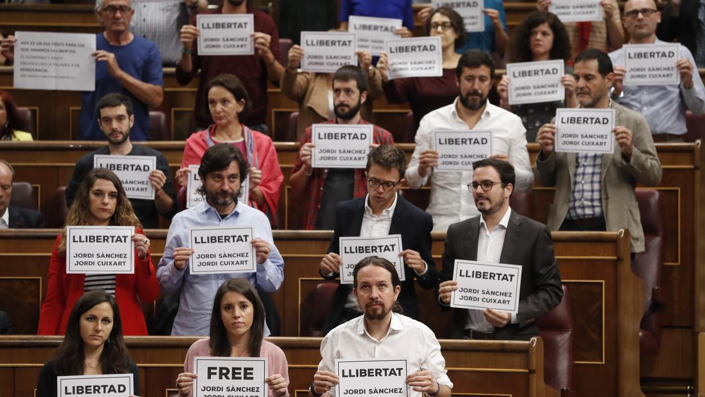 La bronca de Pastor a Podemos y PDeCAT: «No van a contaminar el Congreso»