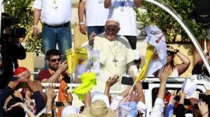 Miles de chilenos salen a la calle para recibir al Papa Francisco