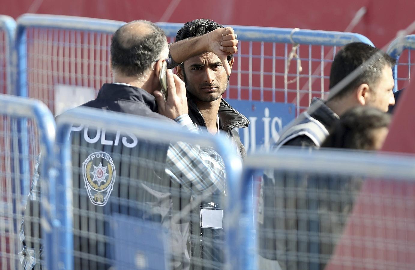 En imágenes: Los refugiados comienzan a ser deportados a Turquía