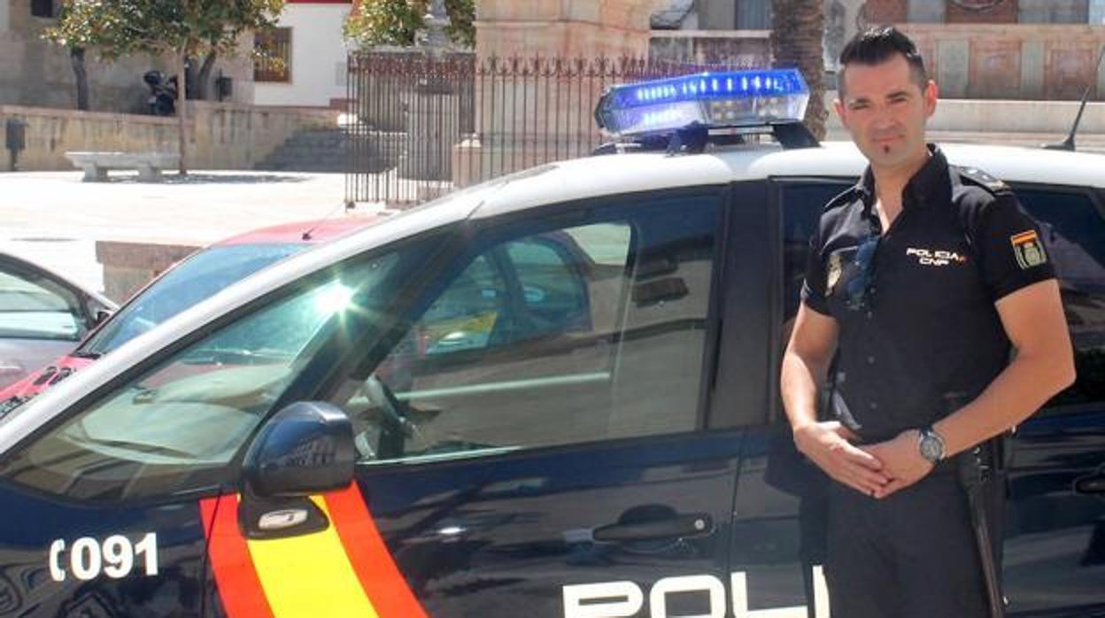 Un policía devuelve a unos padres en apuros la indemnización por una lesión que le causó su hijo