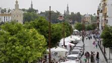 Una calle Betis llena de actividades y vacía de tráfico
