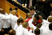 Pelea masiva en el Parlamento de Sudáfrica