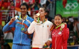Las imágenes del oro olímpico de Carolina Marín en badmintón