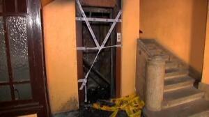 Un pirómano intenta quemar un edificio prendiendo fuego al ascensor