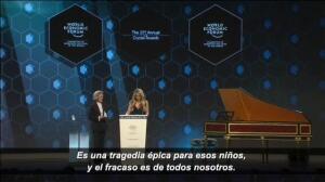 Shakira, premiada en Davos por su apoyo a la educación