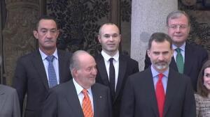 Iniesta recibe el Premio Nacional del Deporte por su contribución al juego limpio