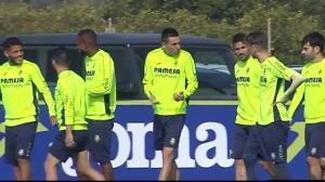 Los jugadores del Villareal comentan el polémico penalti durante el entrenamiento