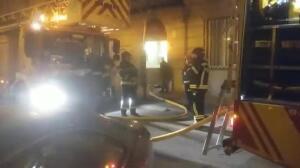 Los bomberos sofocan el incendio en la sede de la Fiscalía General del Estado