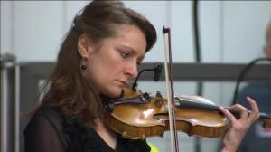Bruselas celebra homenajes en el aniversario de los atentados