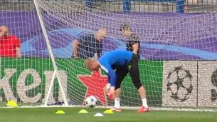 El Leicester toma contacto con el césped del Calderón
