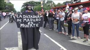 Miles de personas se manifiestan en Venezuela por los muertos en las últimas protestas