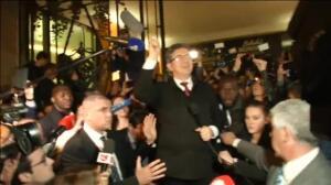 Le Pen propone que el euro cohabite con una moneda nacional
