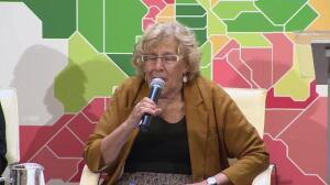 """Carmena recomendó a Puigdemont """"necesidad del diálogo"""""""