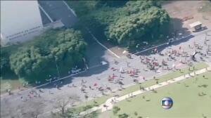 Los antidisturbios tratan de disolver las marchas contra Michel Temer en Brasil