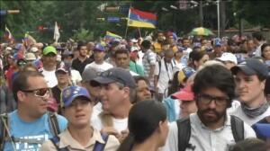 Las calles de Caracas estallan de nuevo tras los últimos anuncios del Gobierno