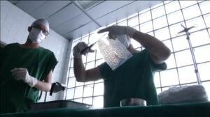 Doctores en Brasil usan piel de peces para tratar las quemaduras
