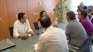 Sánchez pide a Hernando que permanezca en la dirección del Grupo Socialista hasta el congreso de Junio