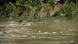 América lucha contra el fuego y las inundaciones