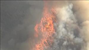 Un incendio avanza descontrolado en California y Arizona