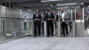 Rajoy de inauguración en Cataluña durante los registros en el Parlament