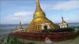 Una pagoda budista se hunde en directo debido a las lluvias en Myanmar