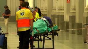 18 hospitalizados, cinco de ellos graves, al chocar un tren de Cercanías en Barcelona
