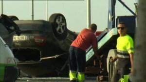 Los Mossos retiran el coche con el que los terroristas huyeron en Cambrills