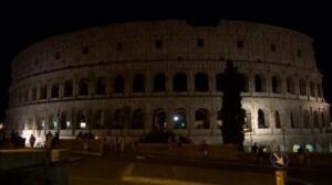 El Coliseo se apaga en homenaje a las víctimas de los atentados en Barcelona y Cambrils