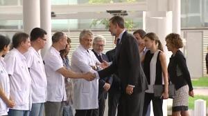 Los Reyes visitan a las víctimas de los atentados en Cataluña