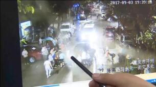 Un niño salva su vida tras ser atropellado por un vehículo en China