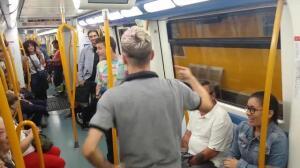 Pelea de Gallos en el Metro de Madrid