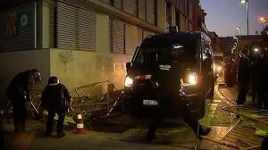 Primeros choques entre los Mossos y manifestantes independentistas en Terrassa