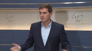 Rivera pide a Puigdemont que pare el referéndum