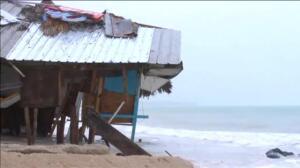 El huracán 'María' destroza playas y negocios a su paso por Punta Cana