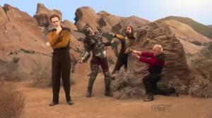 Los personajes de The Big Bang Theory van a una Comic Con disfrazados de Star Trek