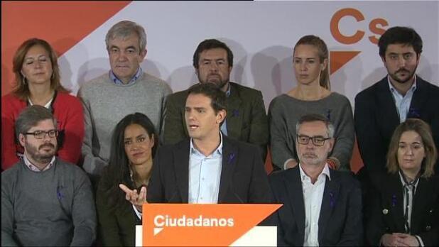 Rivera pide a Sánchez que rectifique y diga que no pactará con los separatistas en Cataluña