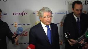 Enrique Cerezo acude a la entrega de los Premios DEX