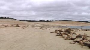 El cementerio de Villar del Buey sale a flote por la sequía